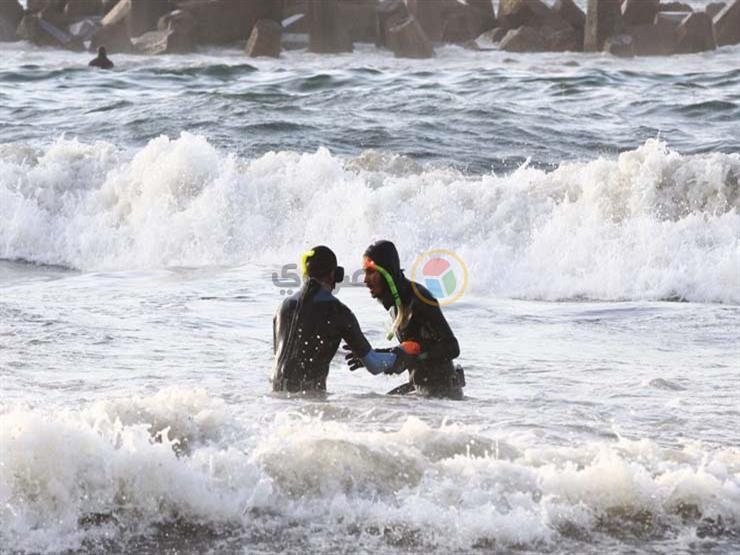 """محافظ الإسكندرية: مجموعة كبيرة من الغطاسين ستبحث عن الغريق المتبقي بـ""""شاطئ النخيل"""""""
