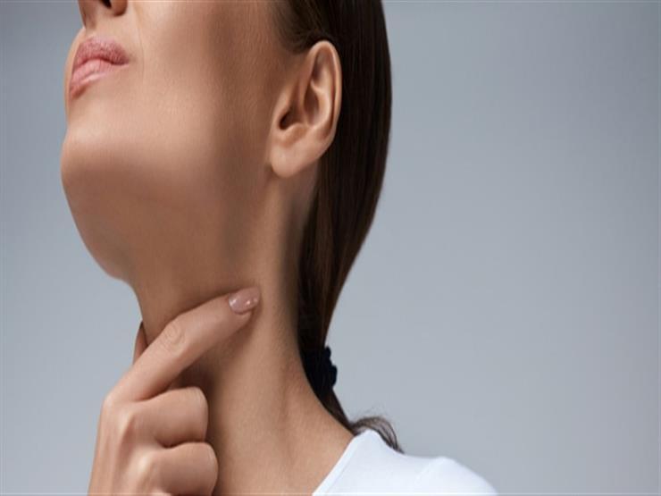 أسباب متعددة لالتهاب الحلق.. متى يشير إلى الإصابة بكورونا؟