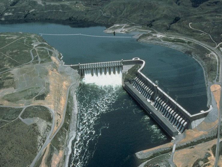 """""""خبير جيولوجيا""""يكشف حقيقة تخزين المياه خلف سد النهضة"""