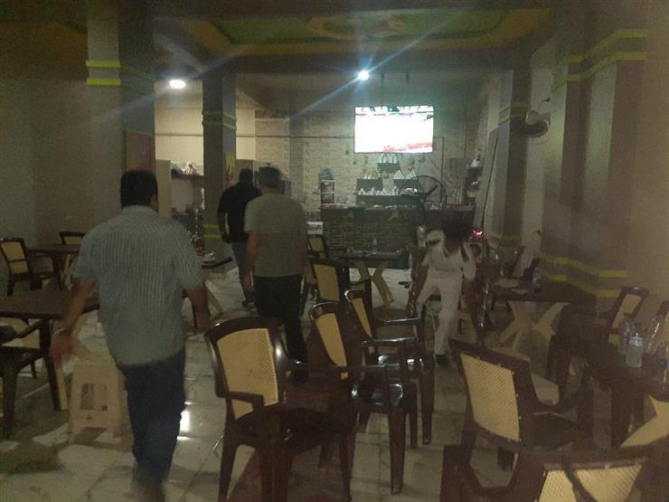 قدمت الشيشة للمواطنين وخالفت المواعيد.. إغلاق ٢٠ محلًّا ومقهى بالجيزة