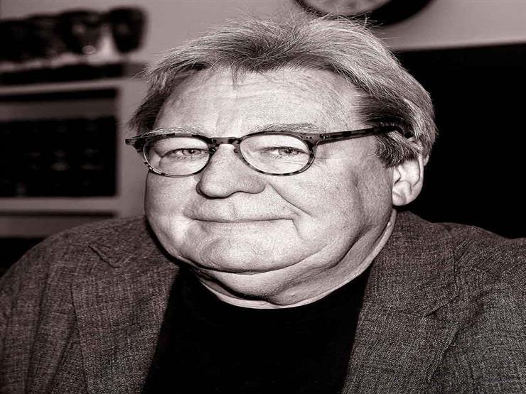 وفاة المخرج البريطاني الآن باركر
