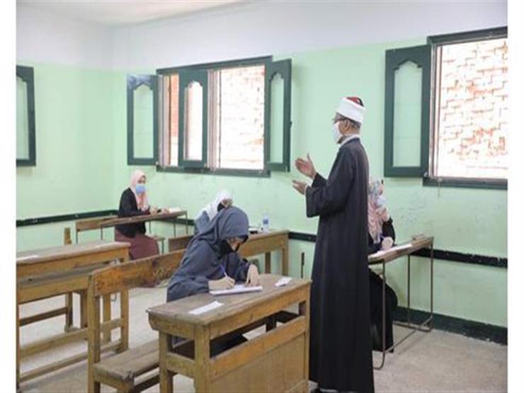"""الأولى على الثانوية الأزهرية بدمياط: """"سر تفوقي يعود إلى الله ودعم أسرتي"""""""