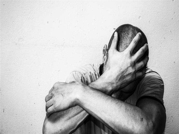 دعاء للتخلص من القلق وقت البلاء والوباء.. ينصح به عمرو خالد (فيديو)