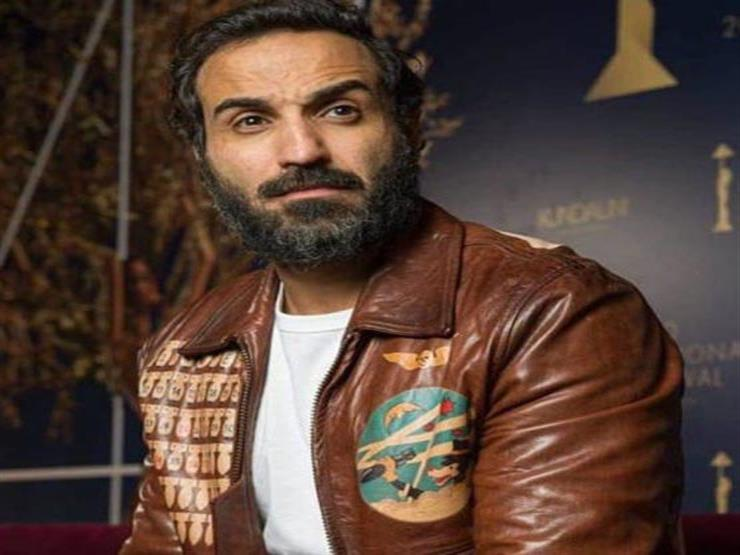 """أحمد فهمي يعلق على رحيل """"صبحي"""".. ومتابع: """"هتشغل فيلم بفلوس قليلة؟"""""""