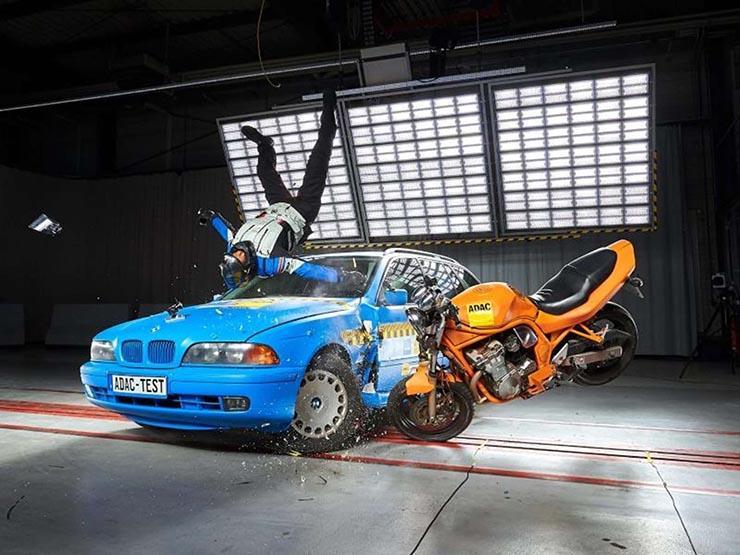 كيف تحمي السترات الهوائية سائقي الدراجات النارية عند الحوادث؟