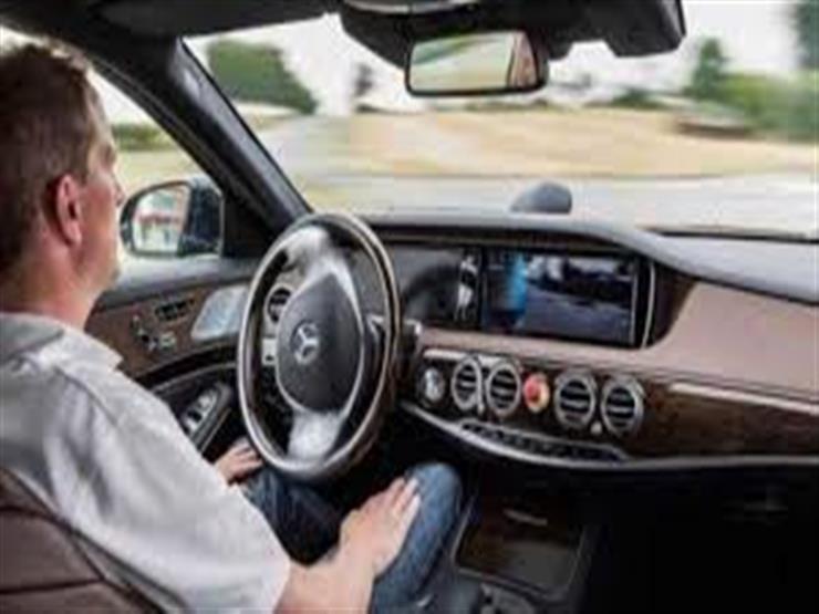 """قريبًا.. قيادة السيارة """"بدون يدين"""" تكنولوجيا ستصبح متاحة في بريطانيا"""