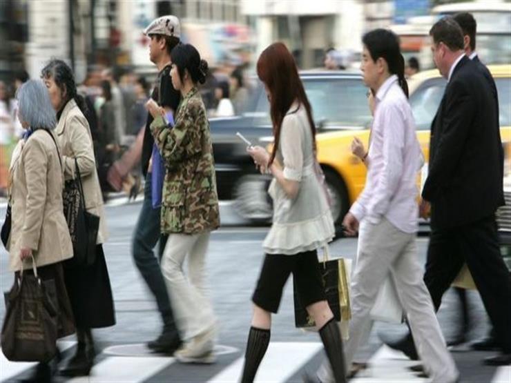 الهواتف الذكية: تعرف على أول مدينة يابانية تحظر استخدامها أثناء السير على الأقدام