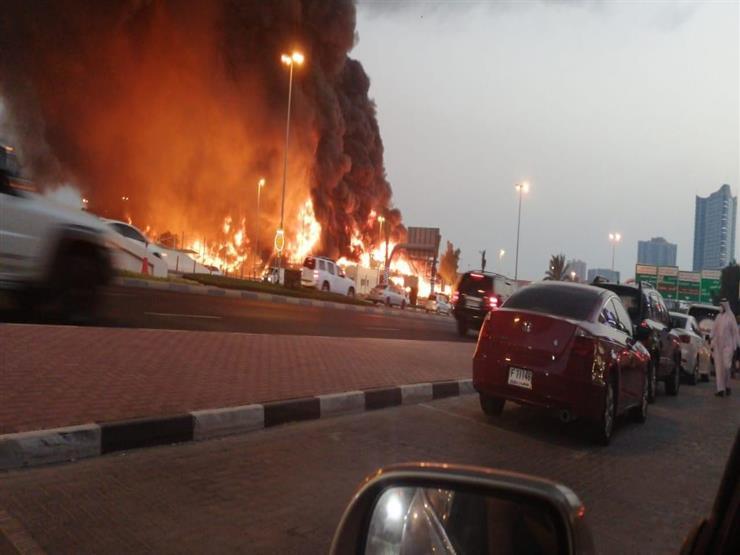 اندلاع حريق ضخم في سوق شعبي بعجمان في الإمارات (فيديو وصور)