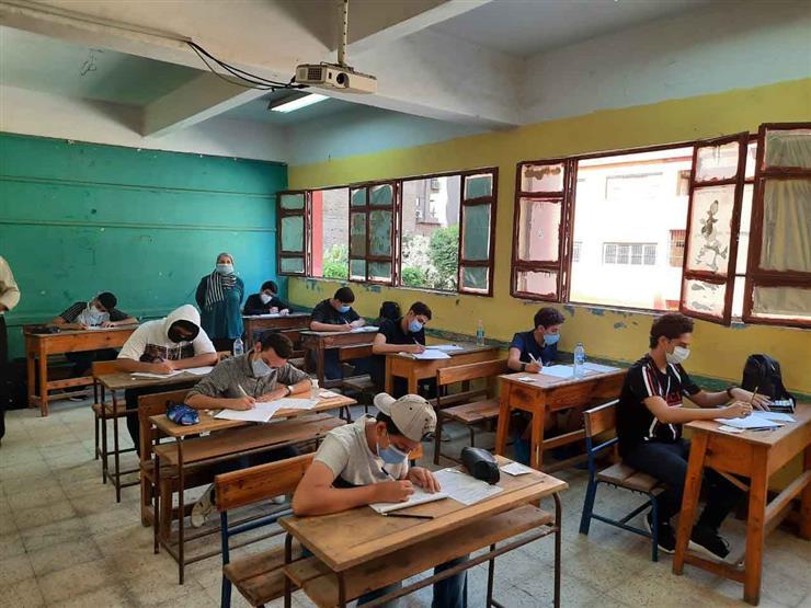 العائدون من الخارج.. طلاب 3 إعدادي يؤدون الامتحان التكميلي في مادتين