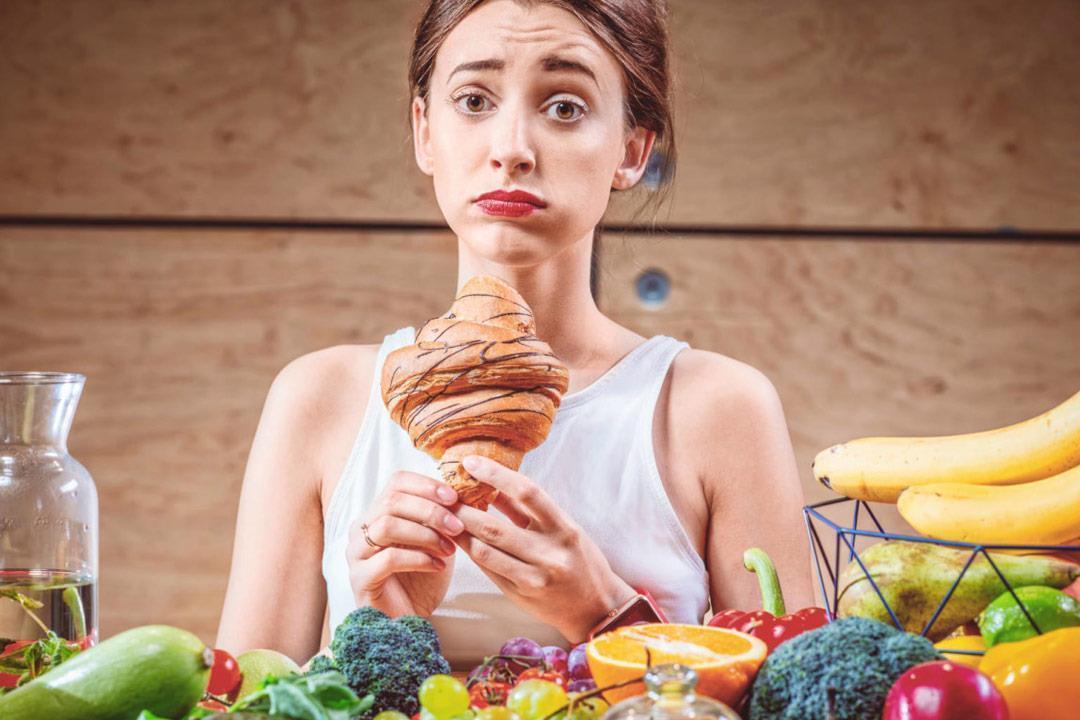 6 عادات يومية لإنقاص الوزن.. تمنعك من الإفراط في الطعام (صور)