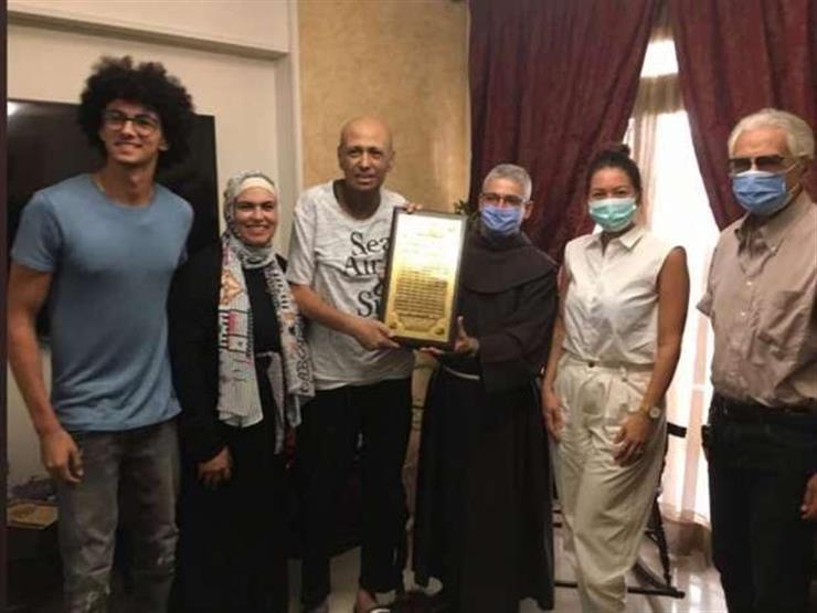 بعد إصابته بسرطان البلعوم.. لقاء الخميسي وبطرس دانيال في منزل جمال يوسف