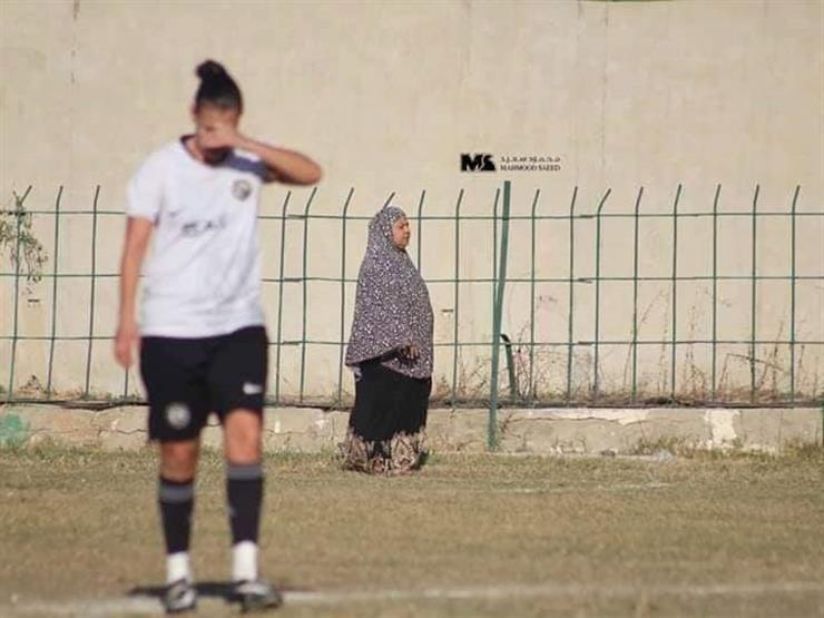 """سيدة الملعب.. حكاية """"صفاء"""" وكعب داير في ملاعب مصر لتحقيق حلم ابنتها"""