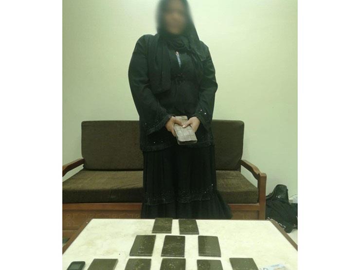 حاولت تهريبها داخل سيارة أجرة.. ضبط سيدة بحوزتها 10 طرب حشيش بنفق الشهيد أحمد حمدي