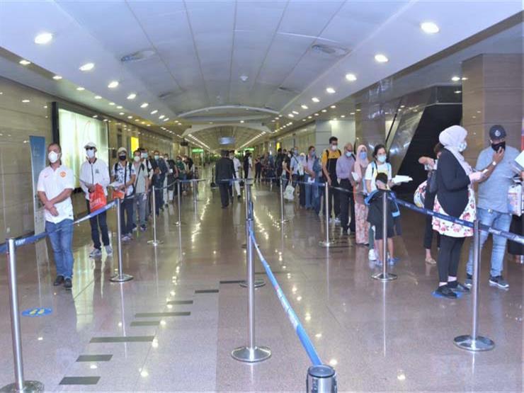 نائب وزير الطيران: مطار القاهرة استقبل اليوم 50 رحلة بعدد يزيد على 6 آلاف راكب