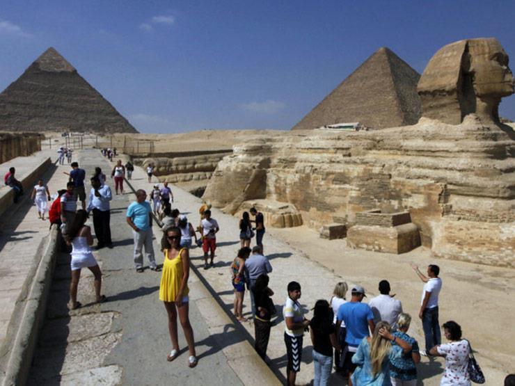 السياحة تكشف عدد الزائرين لمصر وجنسياتهم في 80 يومًا عقب استئناف الحركة الخارجية