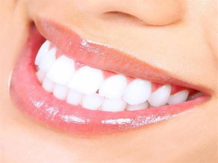 تناول هذه الأطعمة والفيتامينات لصحة الأسنان.. وتجنب تلك المأكولات