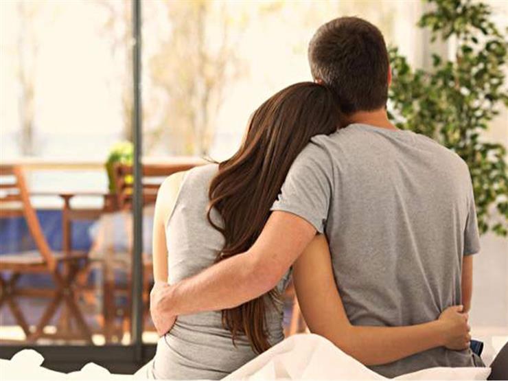 جاملها واحضنها.. 10 أشياء بسيطة افعلها باستمرار لإسعاد زوجتك