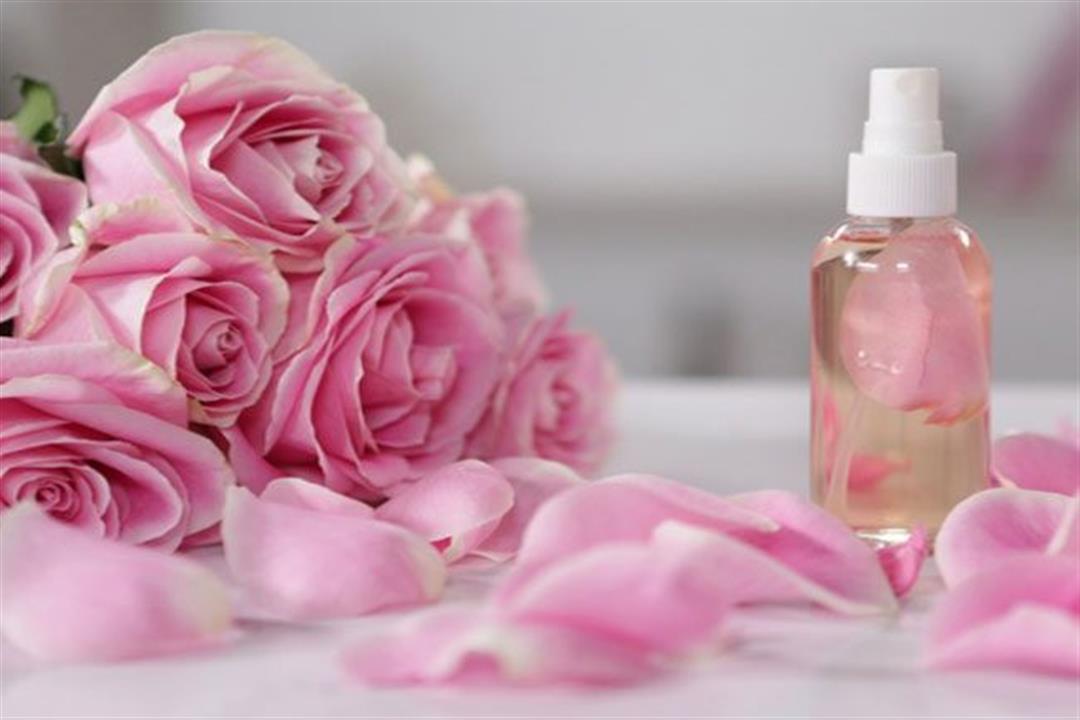 6 فوائد يقدمها ماء الورد لصحة العين.. إليك طريقة استخدامه