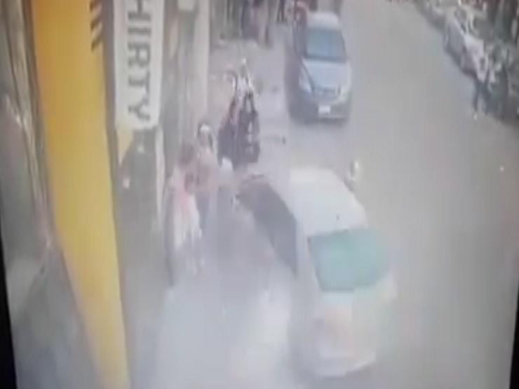 بالفيديو- سيارة طائشة تدهس سيدتين وطالبة بدمياط