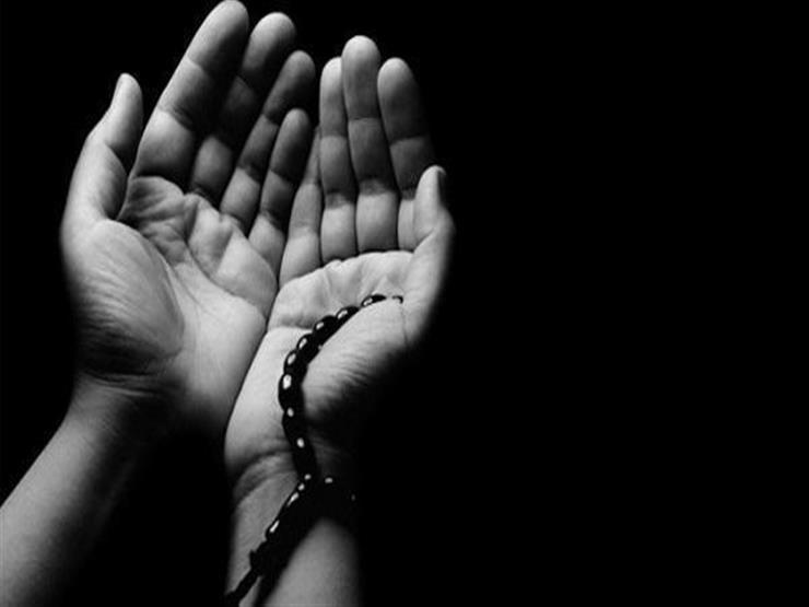 صورة دعاء في جوف الليل: اللهم نوّر بالقرآن الكريم أبصارنا وصدورنا