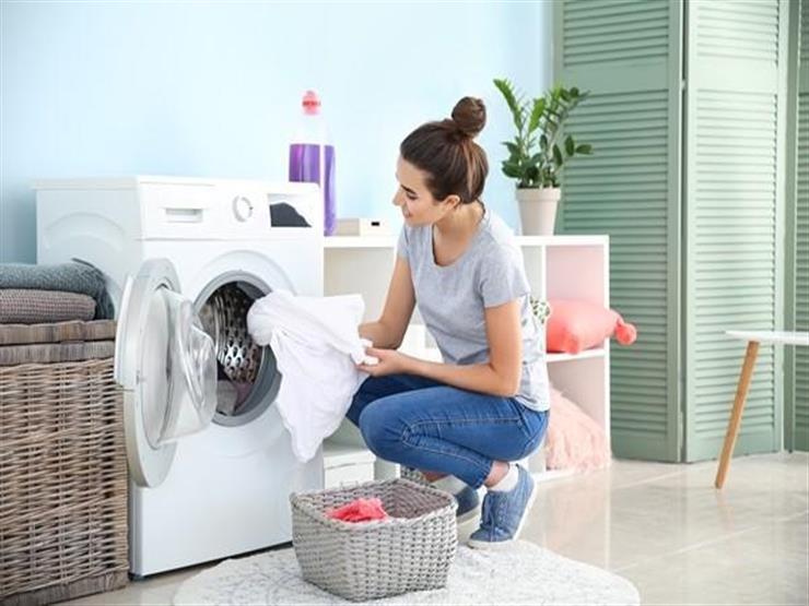 ضعي الملح في الغسالة.. 8 نصائح تُسهل عليكِ مهمة الغسيل وتجعل الملابس جديدة
