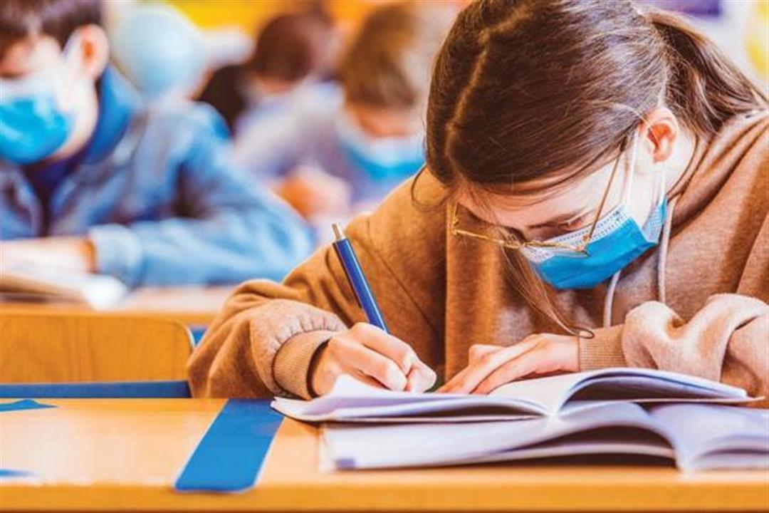 قبل عودة الدراسة.. خبير يوضح الدليل الإرشادي لحماية الطلاب من كورونا