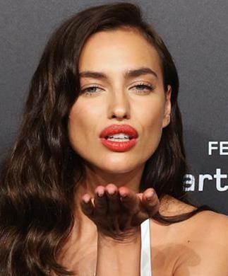 صور.. صديقة رونالدو السابقة تلفت الأنظار بـ «فستان شفاف» في مهرجان كان