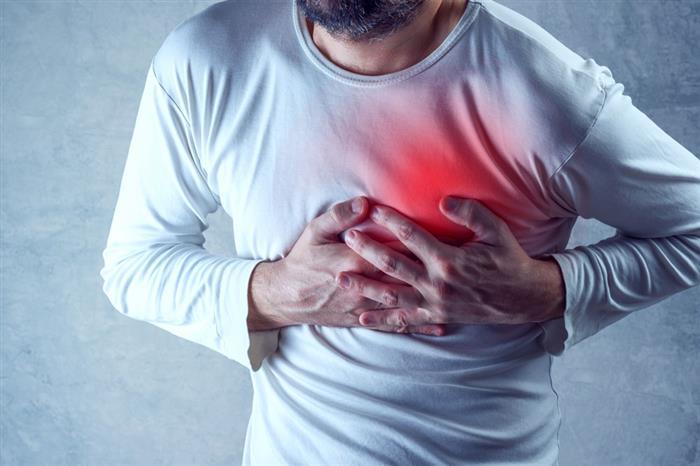 8 عوامل تزيد فرص الإصابة بالجلطات الدموية.. كيف تتجنبها؟