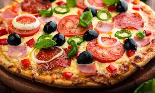 وصفة وتاريخ أكلة البيتزا