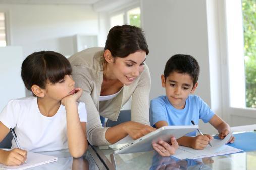 10 نصائح لاداء الواجب المدرسى مع طفلك بصورة بارعة