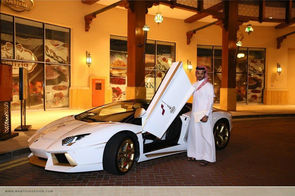 رجل أعمال قطرى يطلى سيارته بالذهب الحقيقى 2 22/1/2015 - 1:43 م