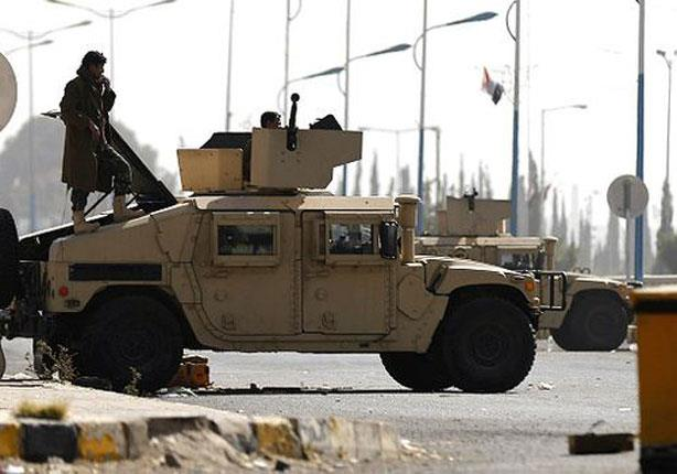 150120160209_yemen_presidential_guards_stands_on_an_armoured_personnel_640x360_reuters_nocredit