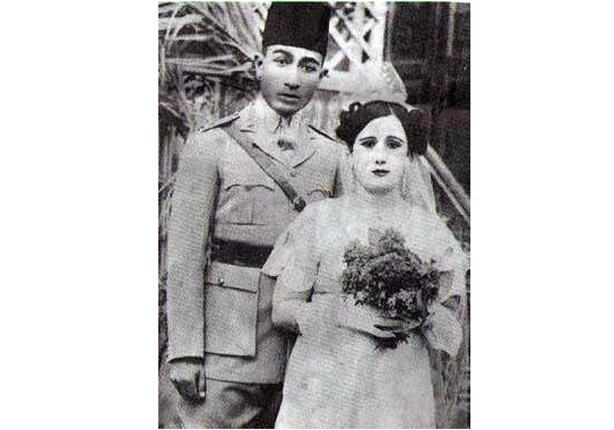 صورة نادرة للرئيس السادات وزوجته الأولى