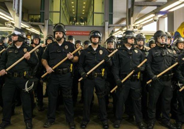 نشرت الشرطة عددا كبيرا من أفرادها للتصدي للمتظاهرين.