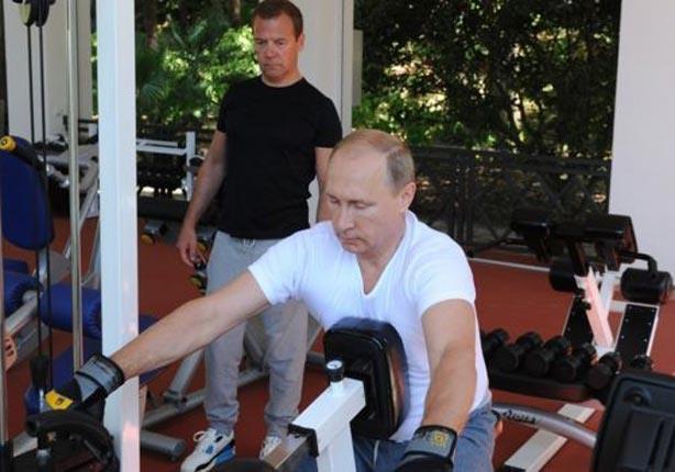 بوتين ورئيس حكومته ميدفيديف يؤديان التمارين الرياضية