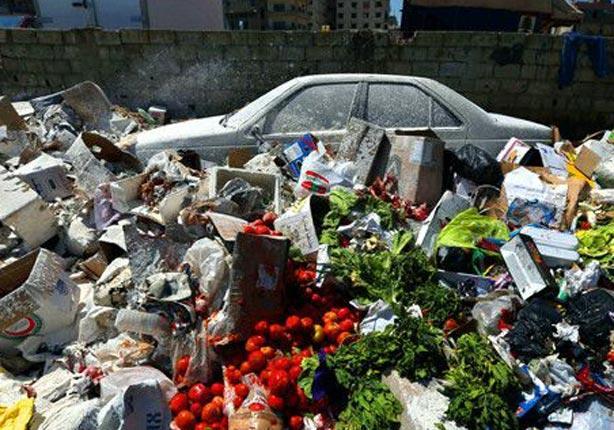 سيارة كادت تطمرها النفايات في بيروت