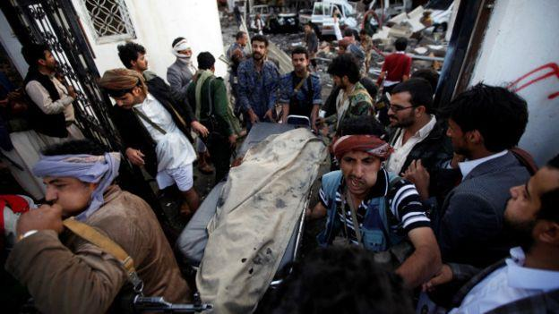 161008185745__people_carry_the_body_of_man_killed_in_what_witnesses_said_was_an_airstrike_by_saudi-led_coalition_aircraft_640x360_reuters_nocredit
