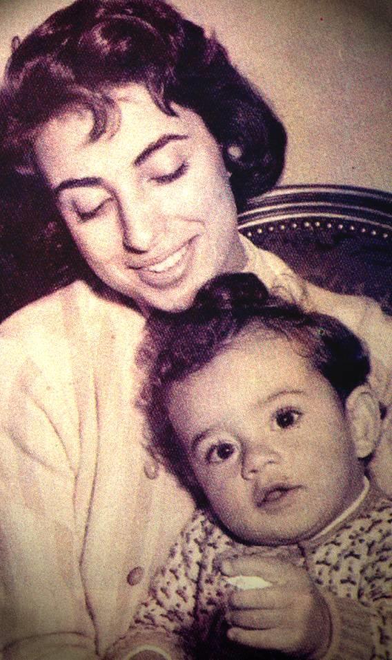 نجاة مع ابنها وليد