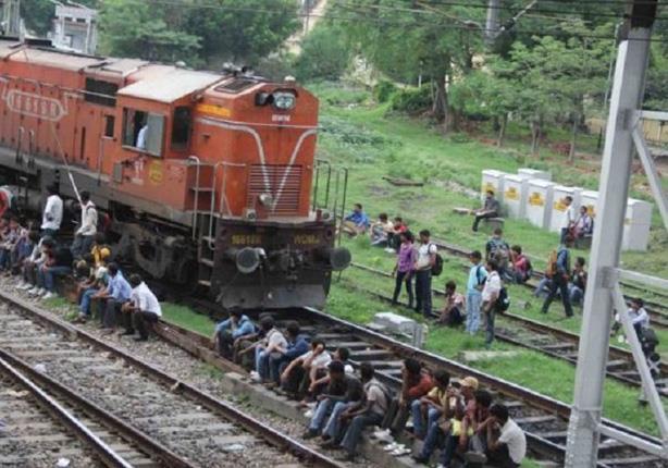 مدرسة داخل القطار copy