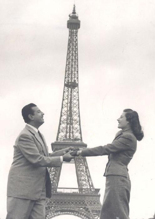 أنور وجدي و زوجته ليلى فوزي في باريس