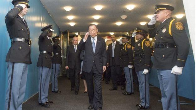 بان كي مون يغادر مبنى الأمم المتحدة