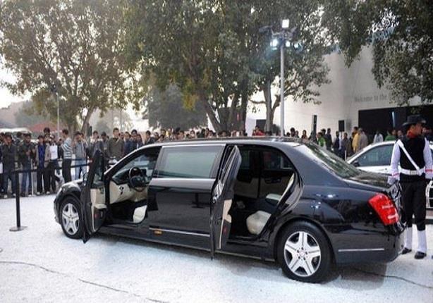 تصحب العاهل السعودي سيارتان مرسيدس كبيرتان