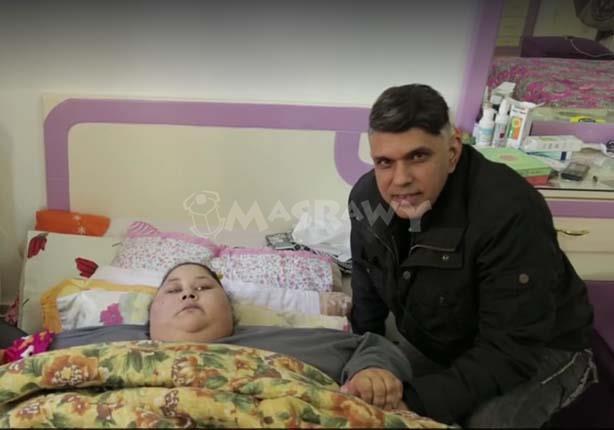إيمان عبد العاطي والطبيب الهندي المشرف على حالتها
