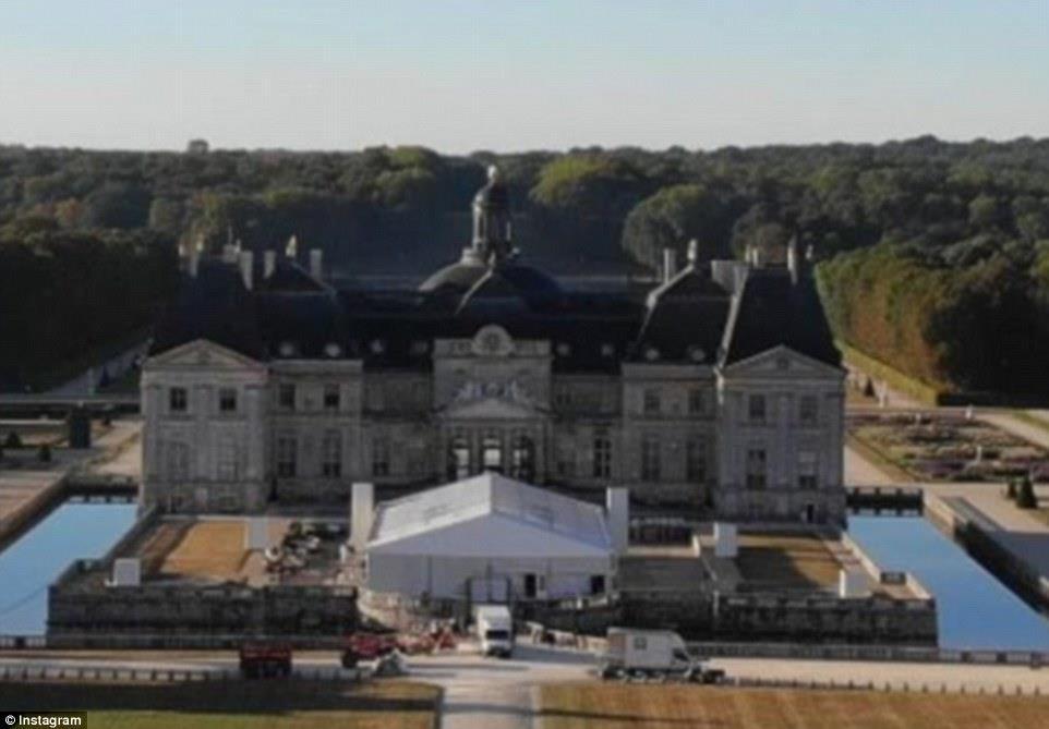 شكل المبنى الخارجي الذي أقيم بداخله حفل الزفاف في باريس