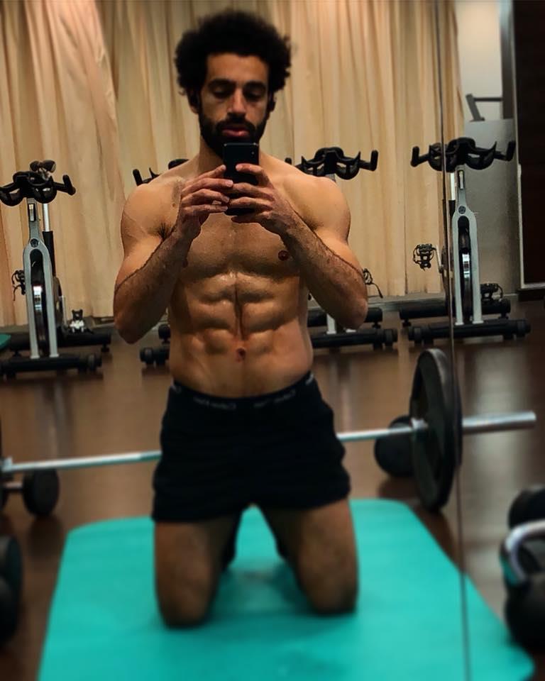 كيف تبني عضلات بطن قوية مثل محمد صلاح؟