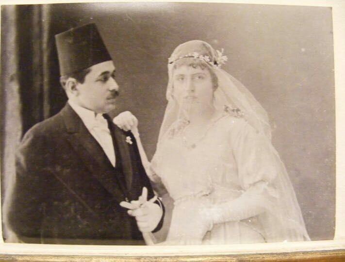 الدكتور محمد رضا وزوجته نعمت صدقي