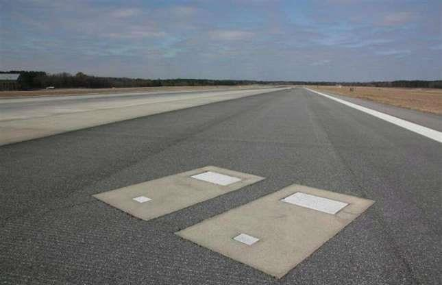 قبور في أحد مطارات الولايات المتحدة