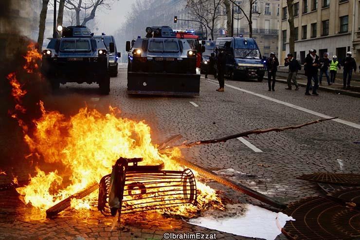 احتجاجات السترات الصفراء بباريس (4)
