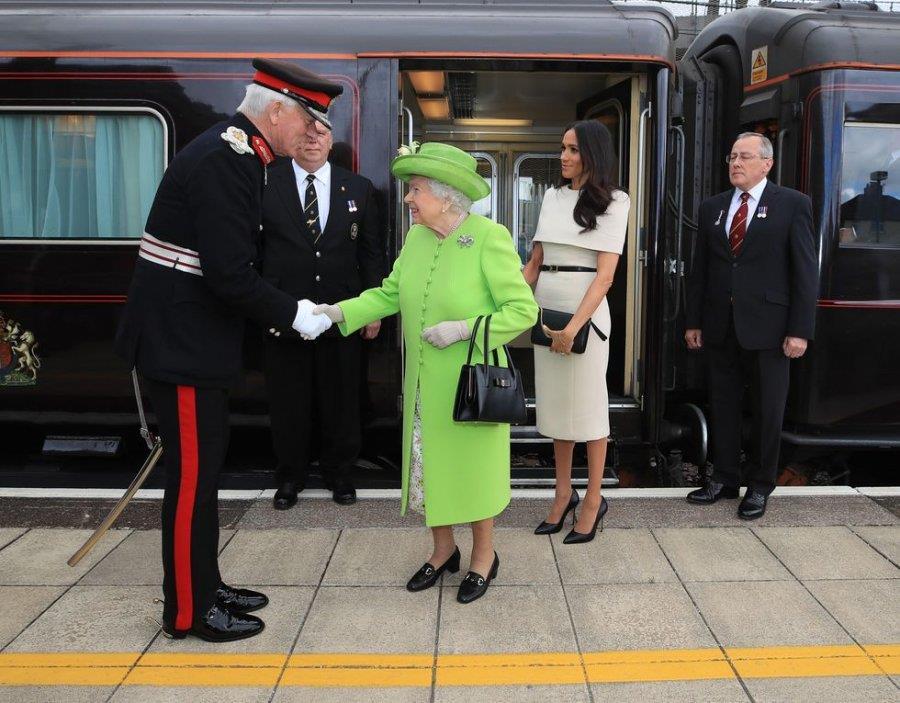 التواجد الأول لميجان ماركل في جولة رسمية مع الملكة إليزابيث