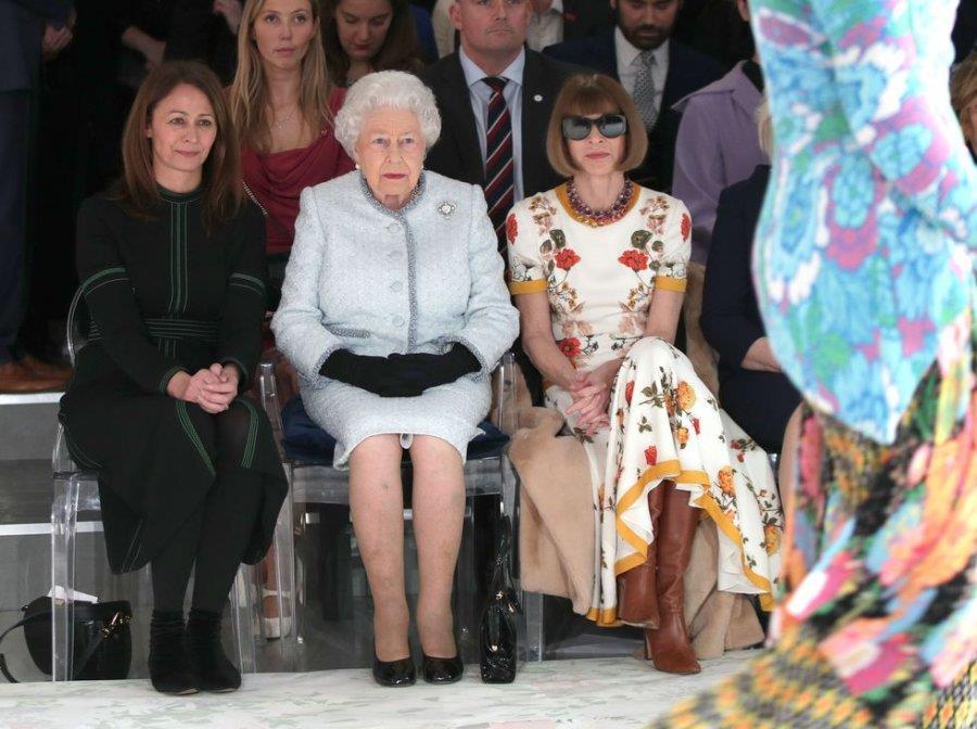 الملكة إليزابيث مهتمة بعالم الموضة